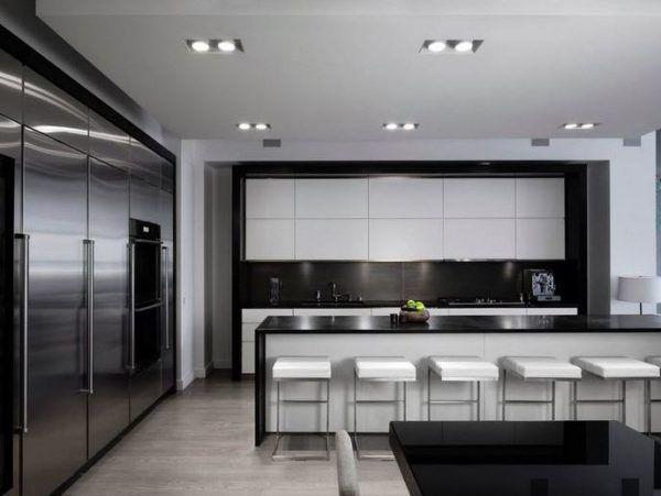 Кухня в стиле хай-тек – это воплощение современного комфорта с использованием новинок бытовой техники
