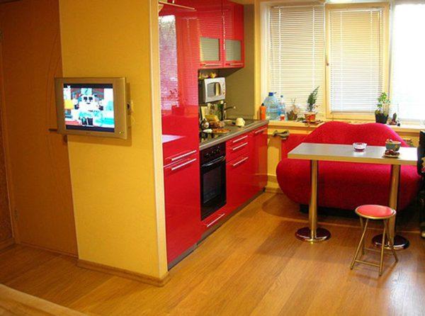 Кухня совмещенная с гостиной в двухкомнатной квартире
