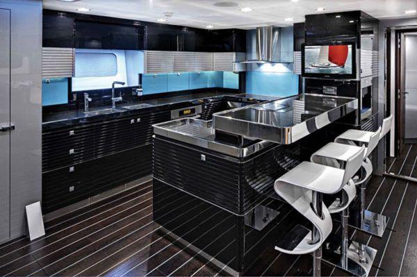 Кухонный гарнитур в кухне стиля футуризм должен смотреться как цельная конструкция