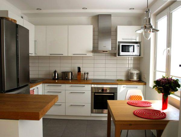 Кухонный гарнитур отличается простотой