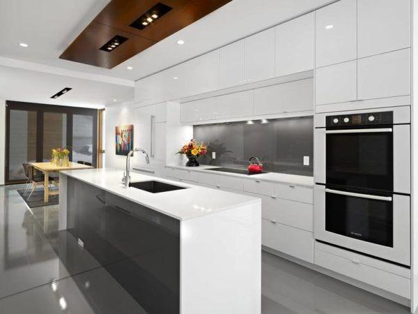 Кухонный гарнитур, создающий впечатление цельной конструкции