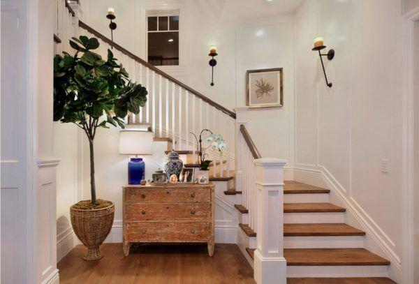 Лестница необходимый и неотъемлемый элемент интерьера загородного дома