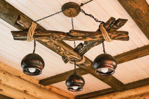 Люстра в деревенском стиле