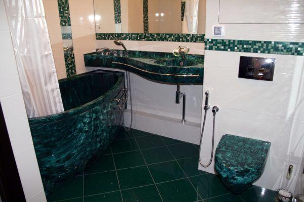 Малахитовая ванная комната