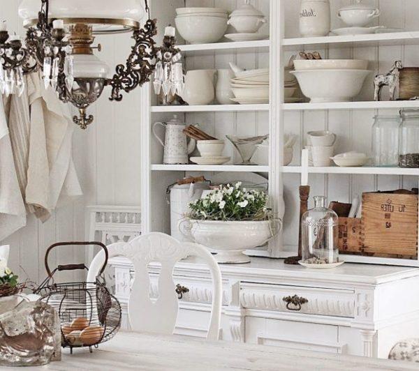 Мебель для стиля прованс используется максимально простая