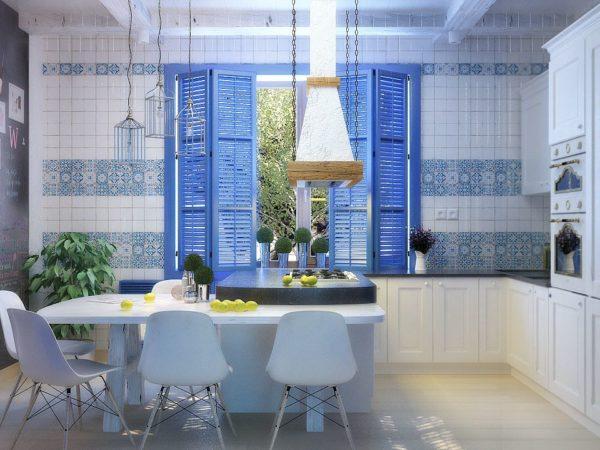 Мозаика на стенах кухни - характерная черта средиземноморского стиля