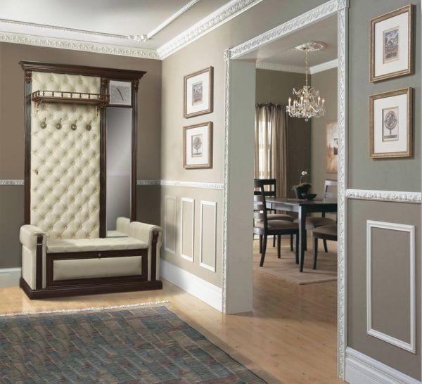 Молдингами можно оформлять не только стены, но и дверные проемы и потолки