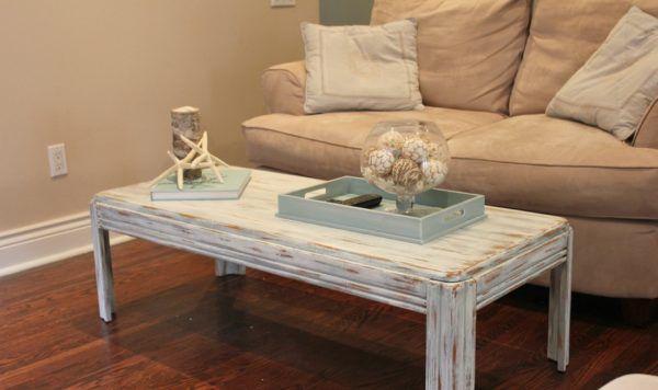 Нанесение лака на старую мебель подчеркнет эффект старины и сохранит текстуру дерева