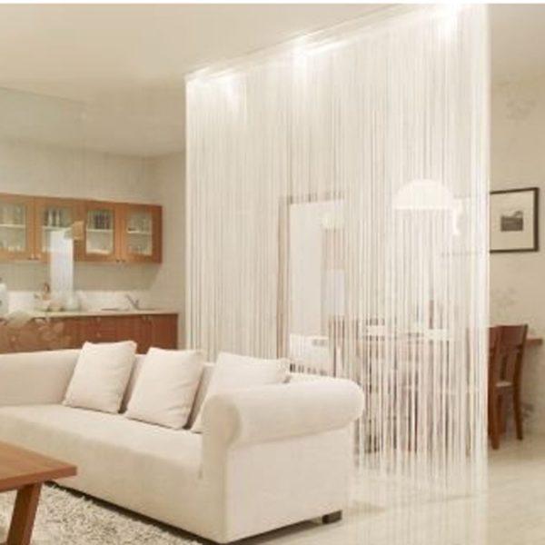 Нитяные шторы разделяют смежные комнаты