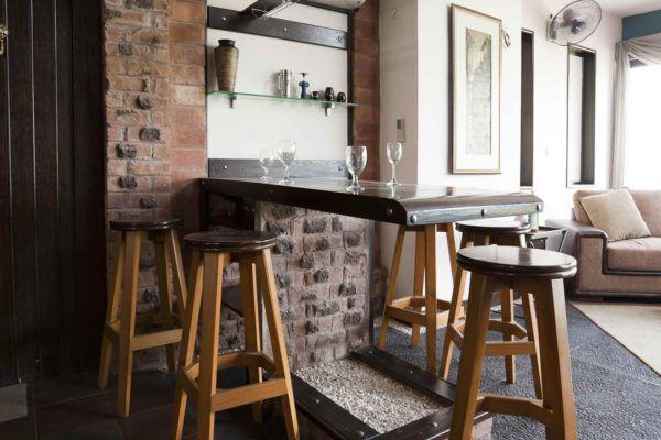 Обнаженные стыки между стеной и полом – характерная черта стиля лофт