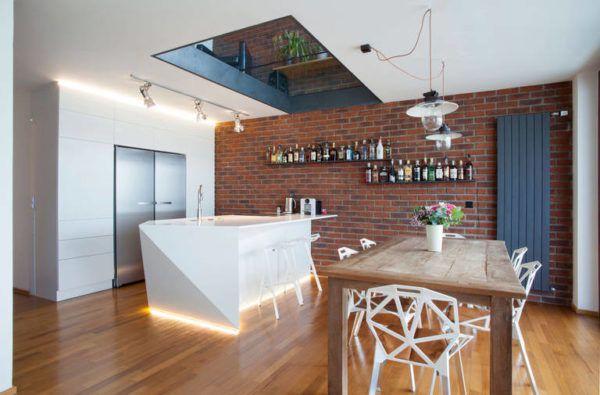 Окно на потолке кухни для большего освещения помещения