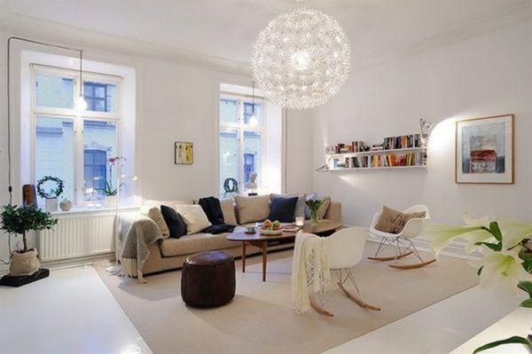 Осветлённая комната с люстрой в виде одуванчика