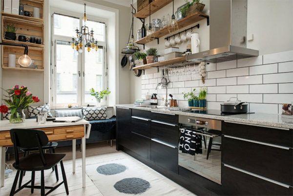 Открытые полки в кухне-гостиной