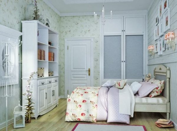 Панно в спальне над кроватью в спокойных цветах