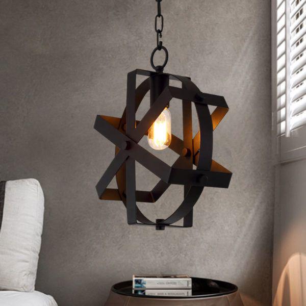 Подвесная потолочная люстра из металлической конструкции на цепи типичный элемент в интерьере стиля Лофт