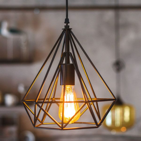 Подвесной светильник обрамленный металлической конструкцией