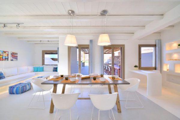 Применение большого количества осветительных приборов в комнате делают ее светлой и уютной
