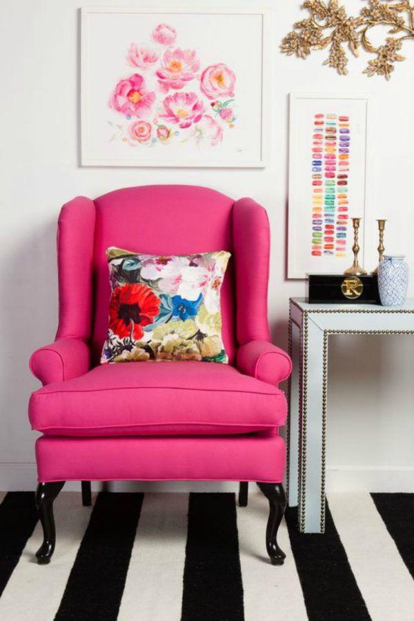 Розовое английское кресло