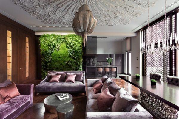 Роскошная столовая в стиле Арт-деко с декоративной травяной стеной