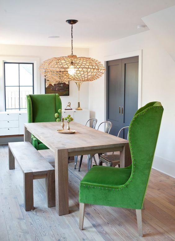 Салатовые кресла в интерьере