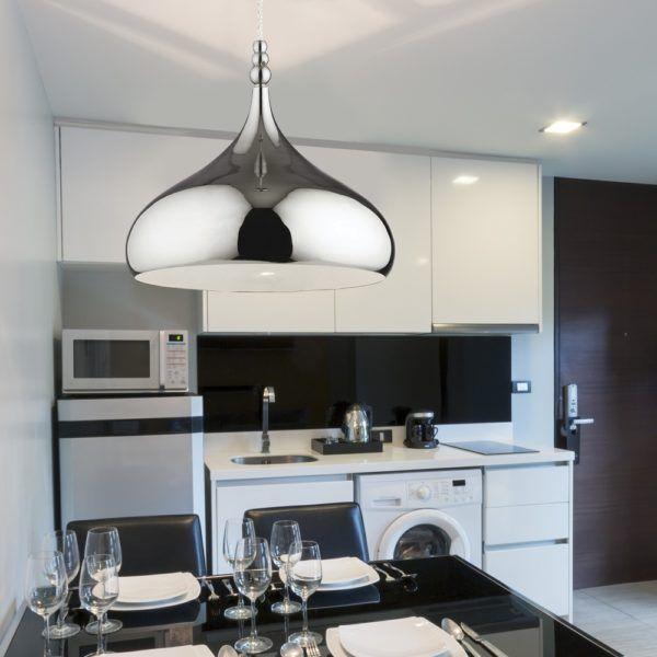 Сверкающий серебряный светильник на кухне