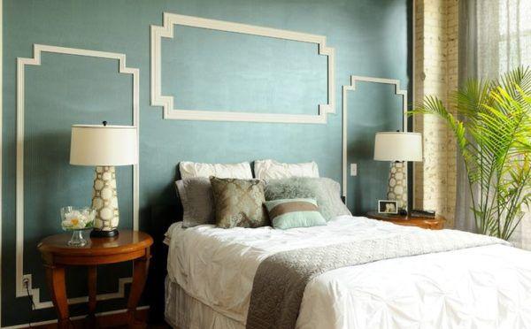 Светлые молдинги прекрасно вписываются в интерьер спальни
