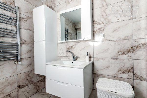 Серый мрамор в ванной