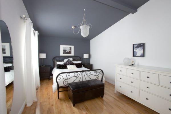 Серый потолок, белые стены и черные оттенки в интерьере