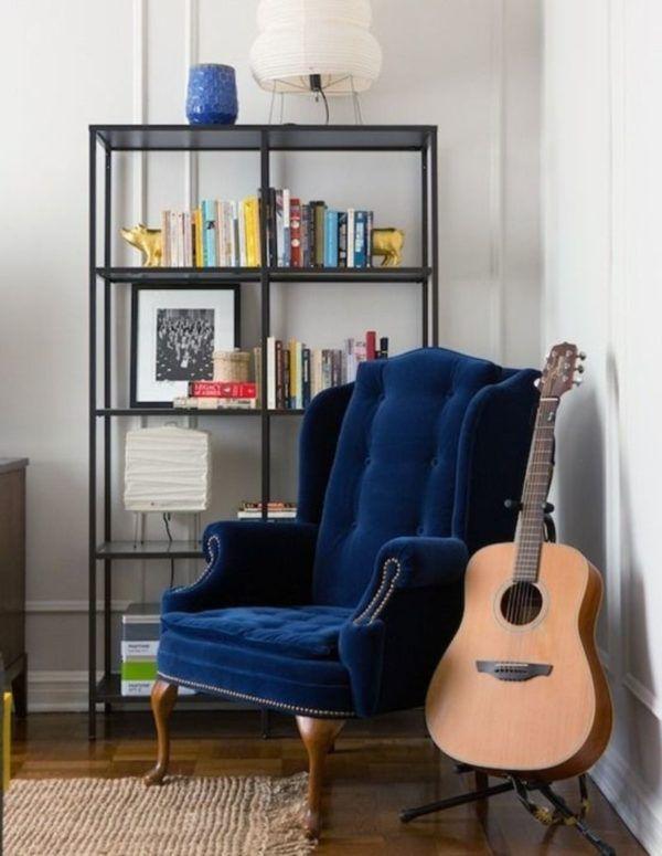 Синее английское кресло