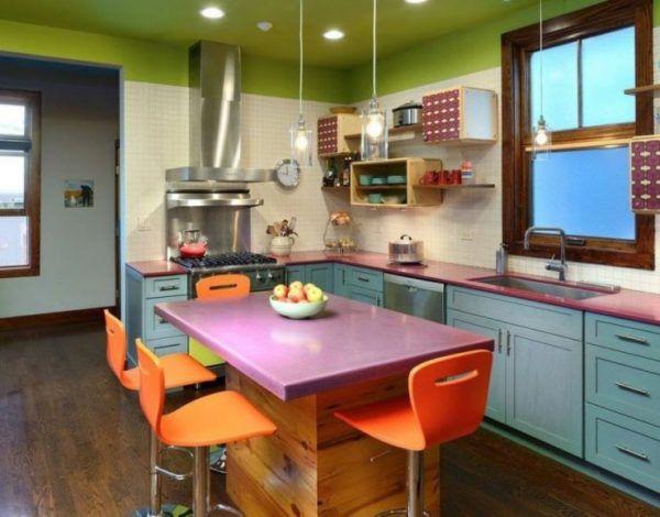Современный интерьер кухни с использованием ярких оттенков