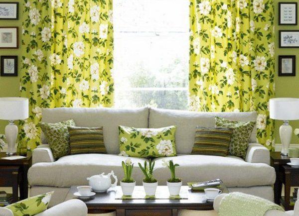 Сочетание зеленых штор с зелеными подушками