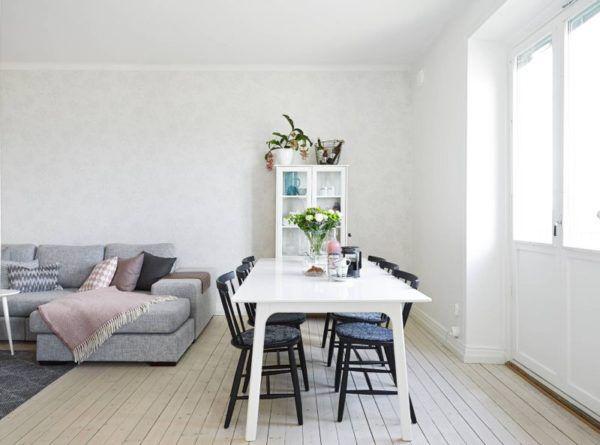 Темно-серая мебель и белый интерьер