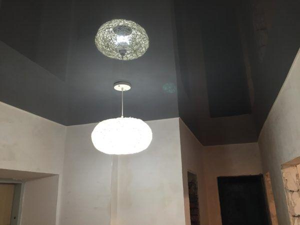 Темно-серый натяжной потолок