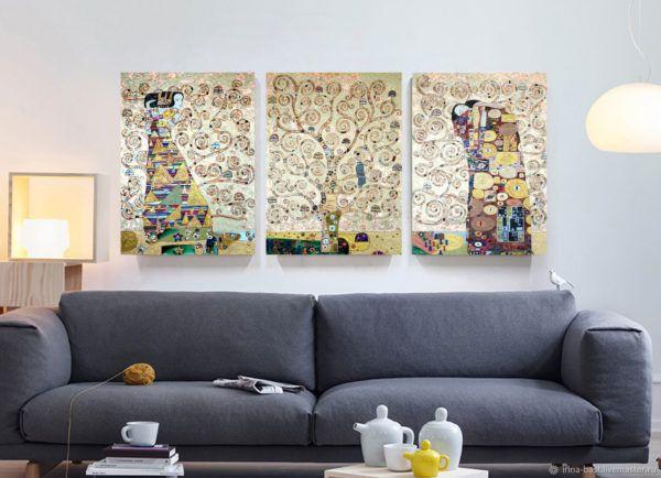 Триптих состоит из трех фрагментов