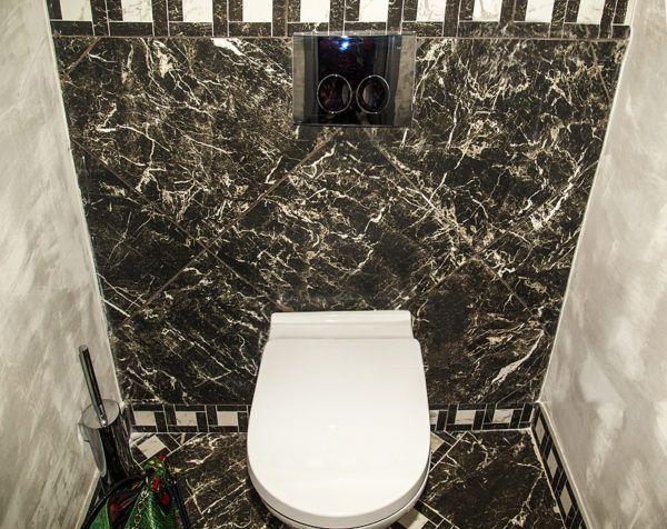 Туалет, оформленный мрамором