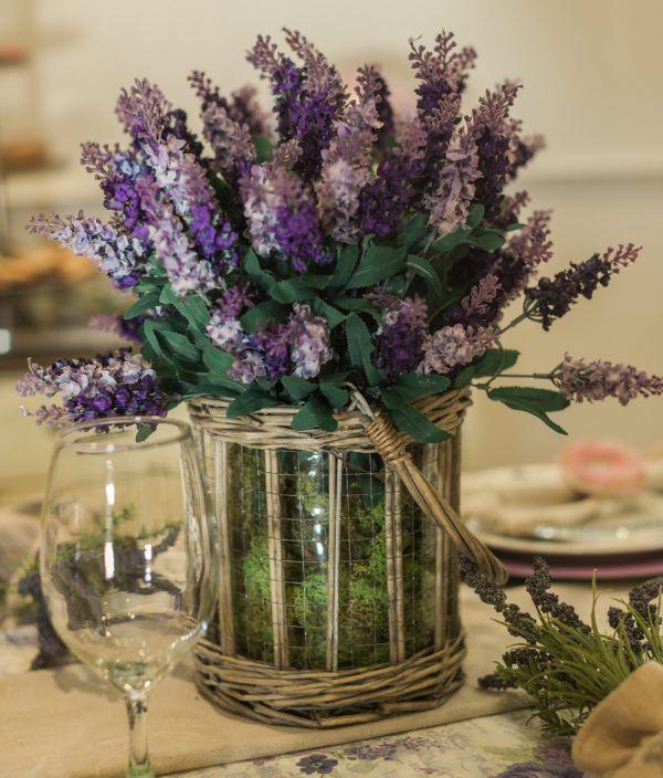 Уход за искуственными цветами зависит от материала из которого они изготовлены