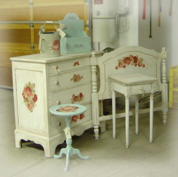 Цветочные орнаменты на мебели