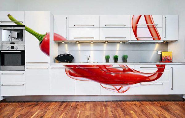 Яркий раздробленный принт на кухонной мебели смотрится красиво и оригинально
