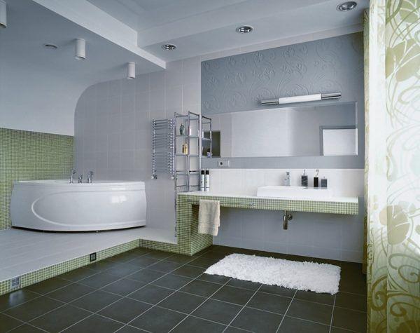 Сочетание светлых тонов и ярких контрастных материалов в интерьере ванной