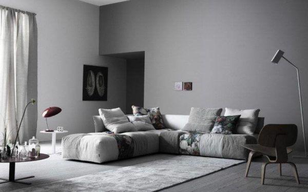 Объединение серого и черного: идея для гостиной
