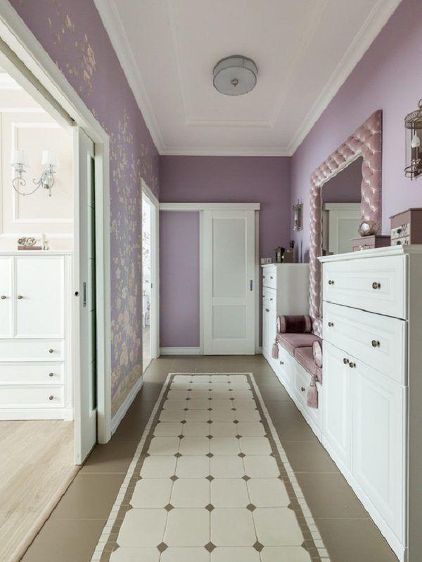 На фото: коридоры среднего размера в стиле современная классика с фиолетовыми стенами и разноцветным полом