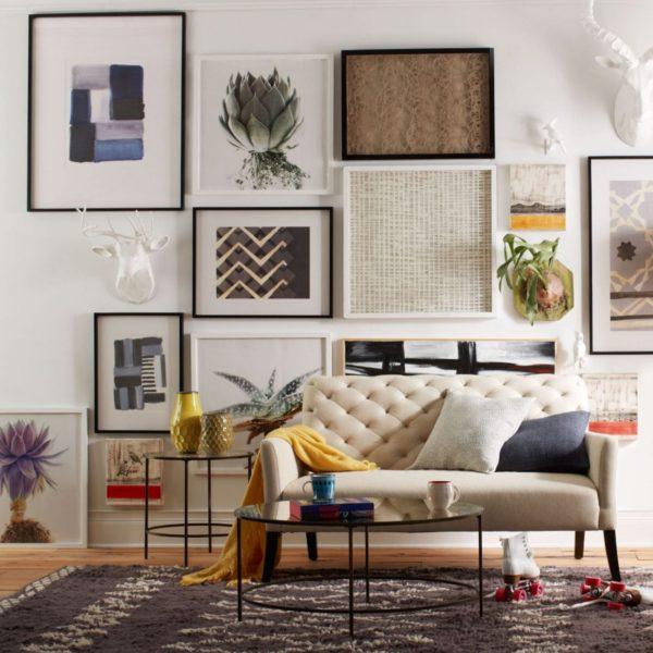 Ассорти из фото и картин на стене