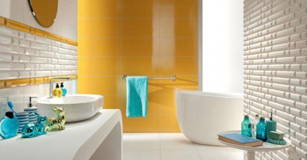 Вариант белой и жёлтой плитки в ванной комнате