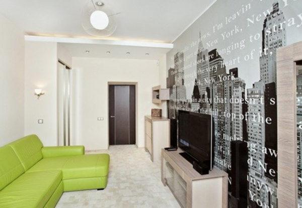 В гостиной разделителем пространства может служить угловой диван