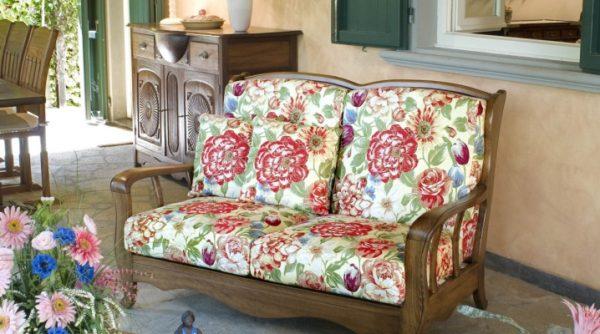 Деревянный диван для дачи в стиле Прованс