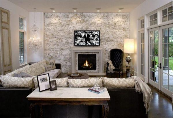 Кирпичная стена за телевизором