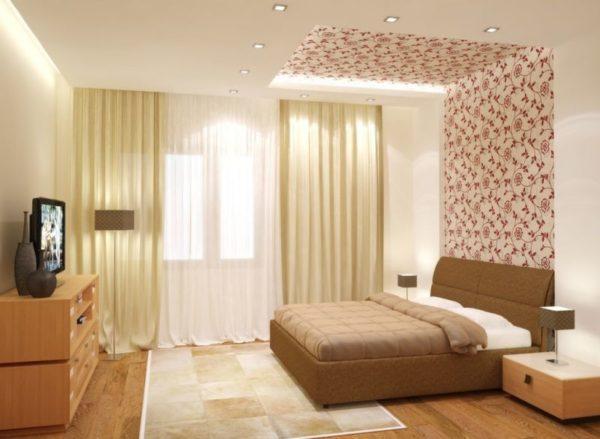 Комбинированный потолок с обойными вставками