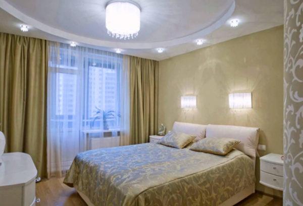 Комната с нагруженным количеством светильных предметов