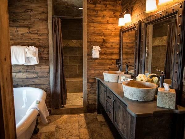 Отделка ванной комнаты натуральным деревом