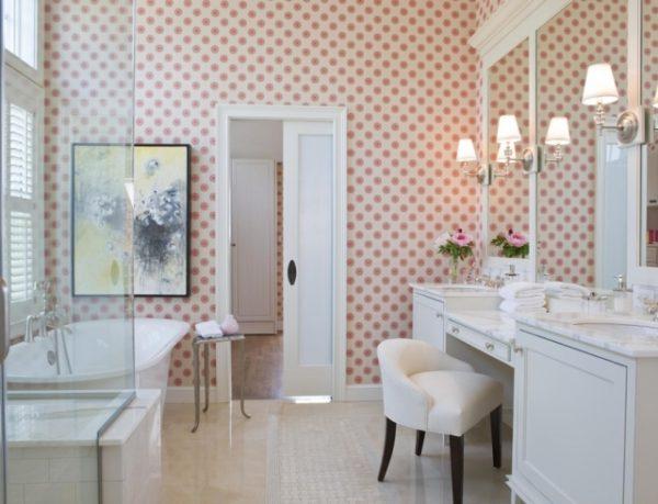 Отделка стен ванной комнаты влагостойкими обоями